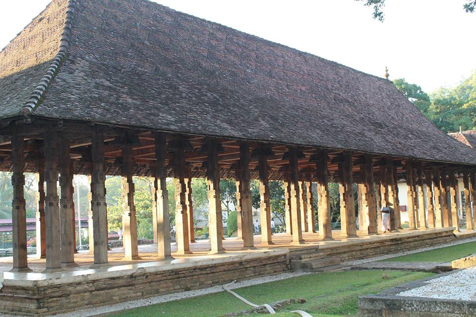 Внутренний двор монастыря в Канди