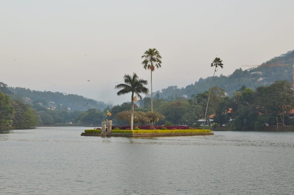 Остров около Далада Малигава - город Канди