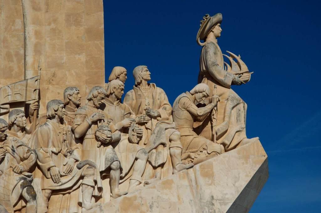 Скульптура Васко да Гамы и других моряков - район Белен
