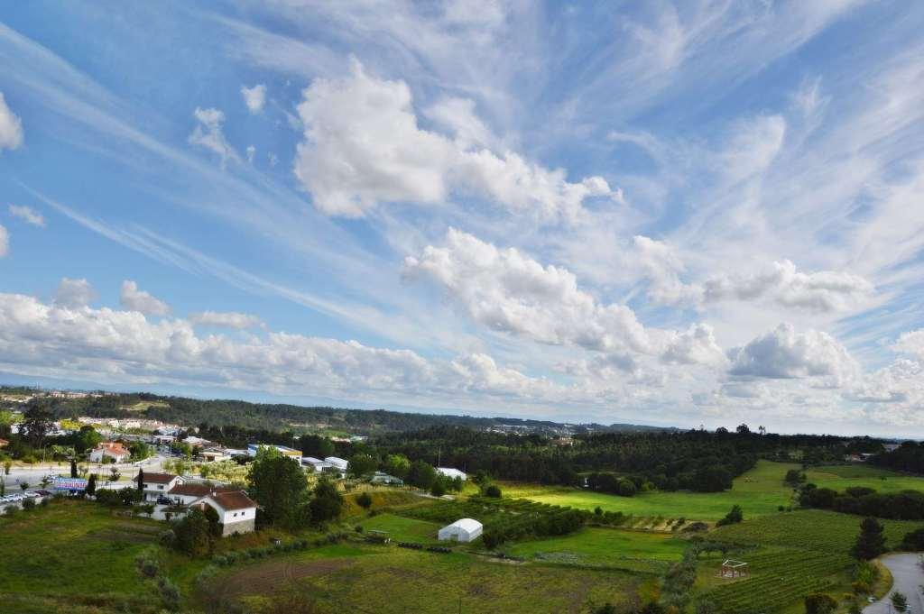 красивые облака над сельской местностью