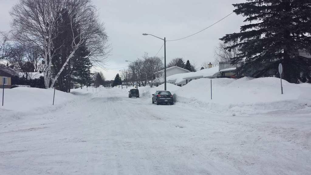 Улица засыпанная снегом