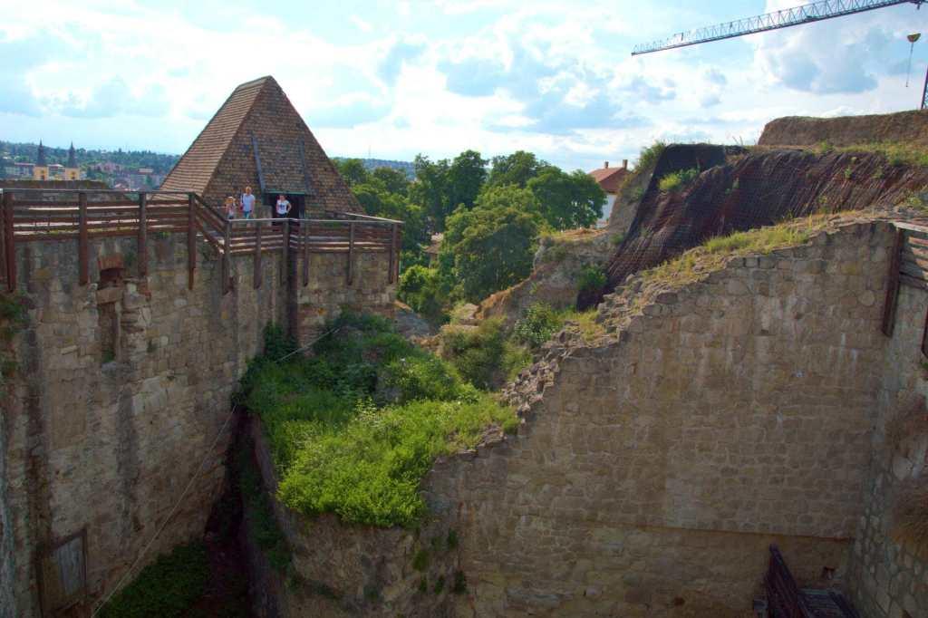 Руины Эгерской цитадели