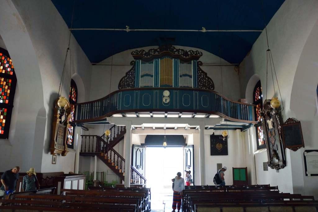 Интерьер и древний орган
