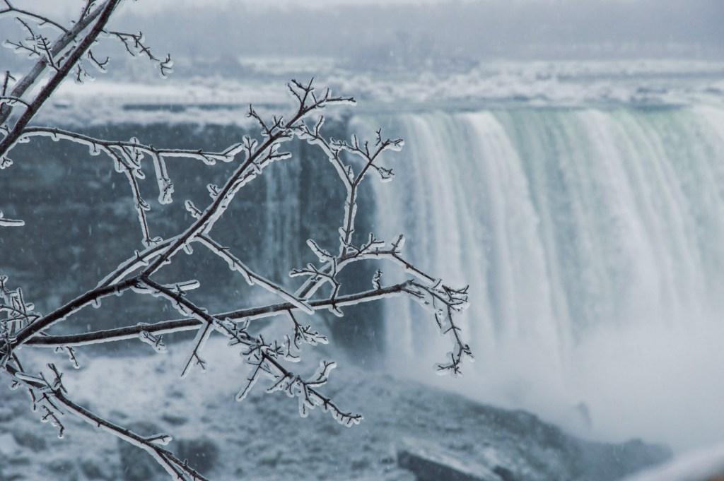 Зима - Ниагарский водопад