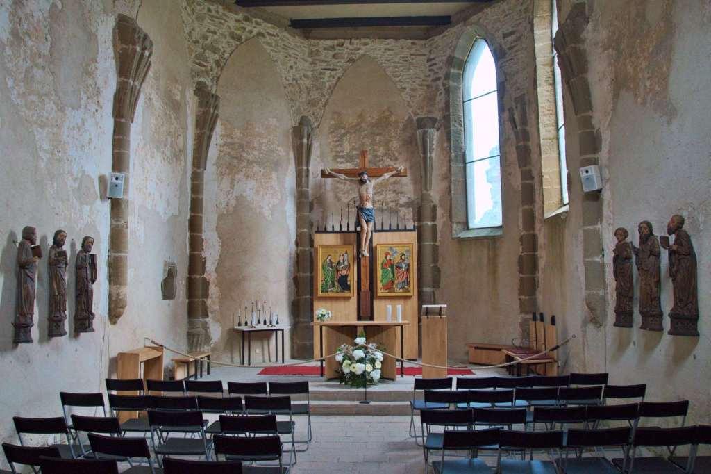 католический храм - готический интерьер