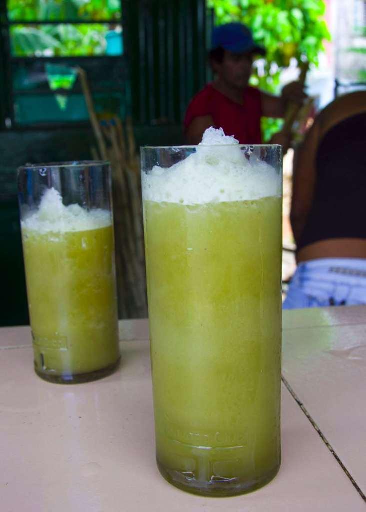 Кубинская кухня - стакан гуарапо со льдом