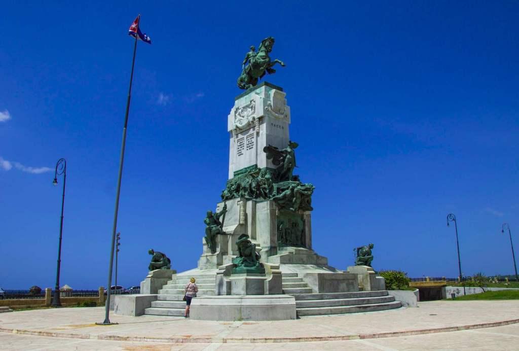 конный памятник генералу Антонио Масео
