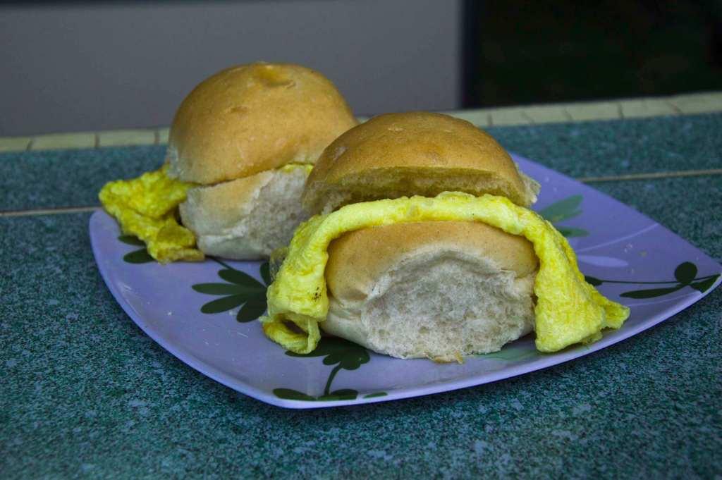Омлет с белым хлебом - кубинская кухня