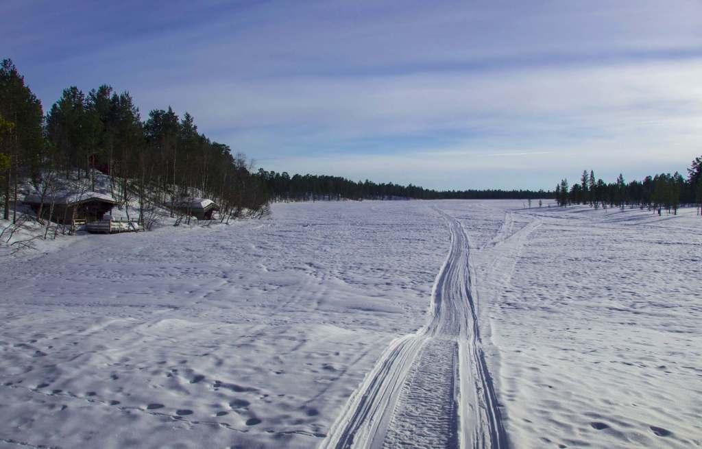 Замерзший водоем - Лапландия