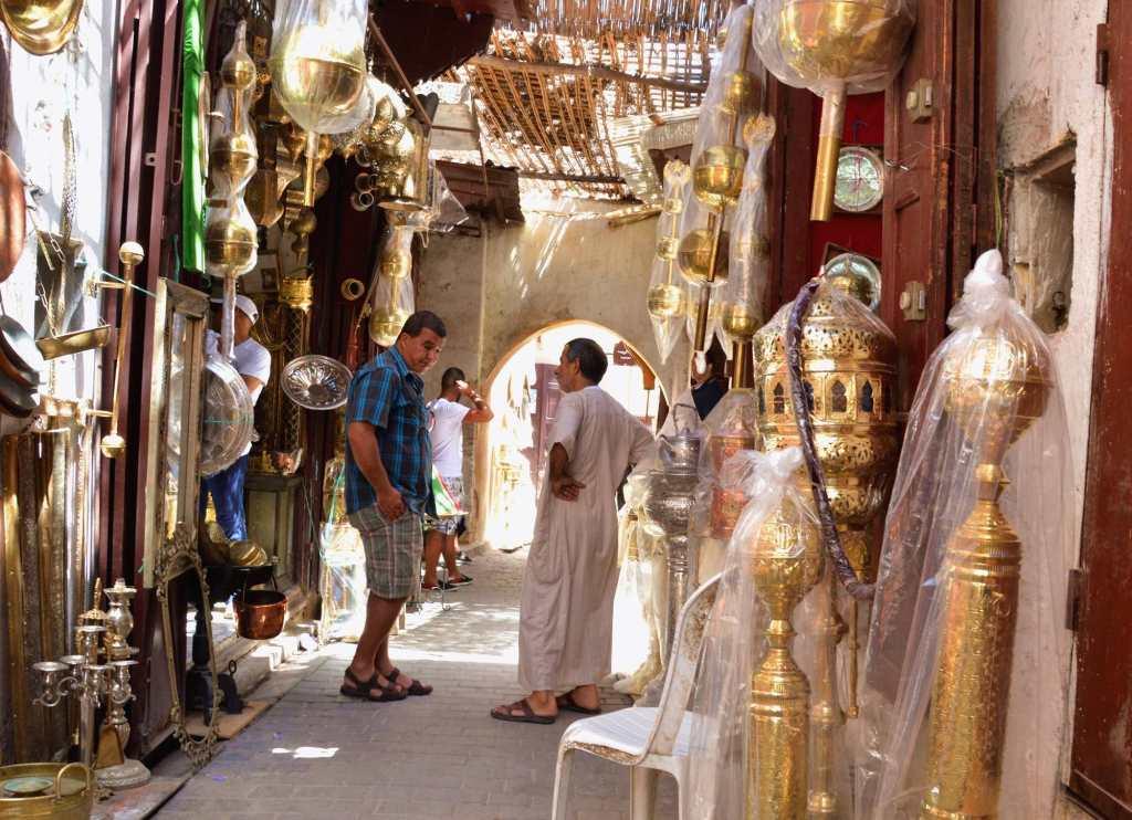 Клиент и торговец в арабской стране