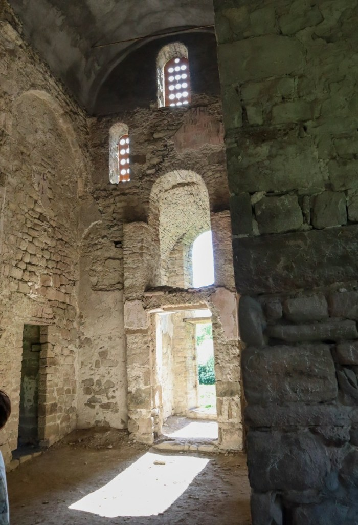 Христианские храмы Архыза - интерьер