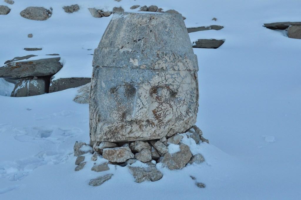 Лицо Зевса из Камня