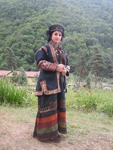 жительница хевсуретии в национальном костюме