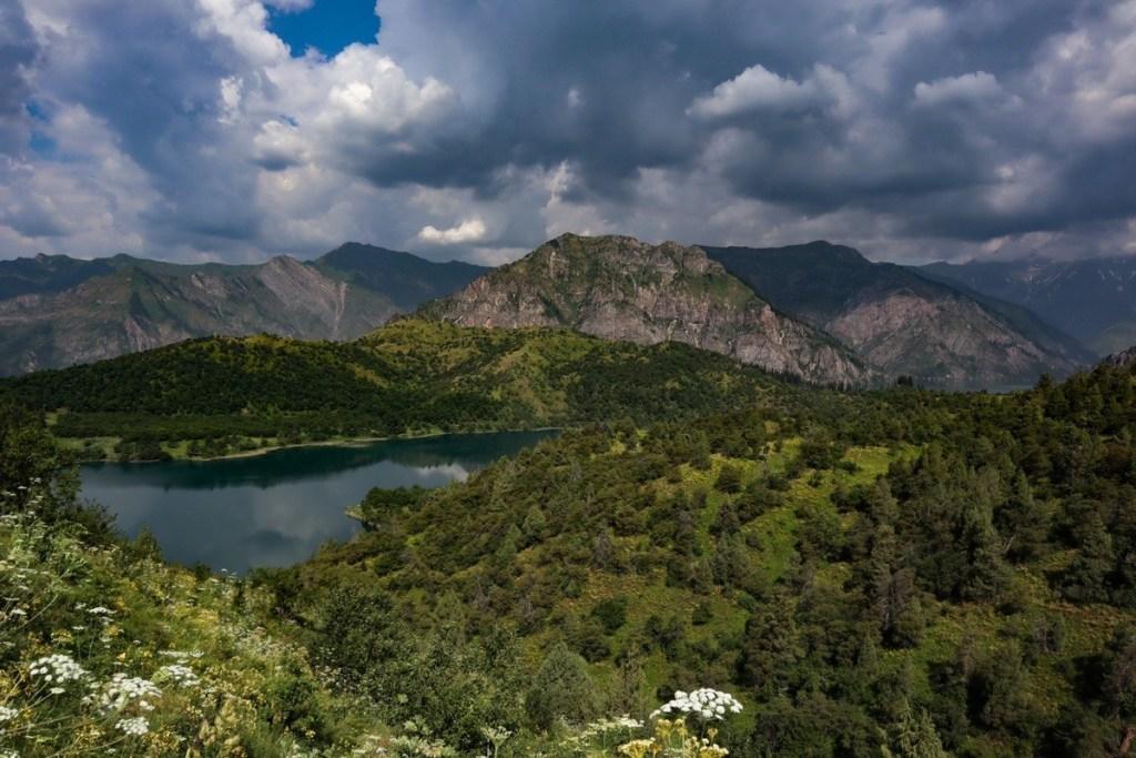 Вид на озеро сверху — заповедник Сары-Челек