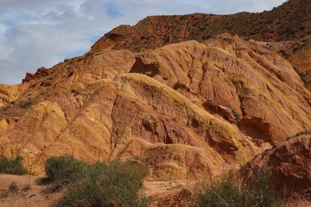 цветные вкрапления в песчанике