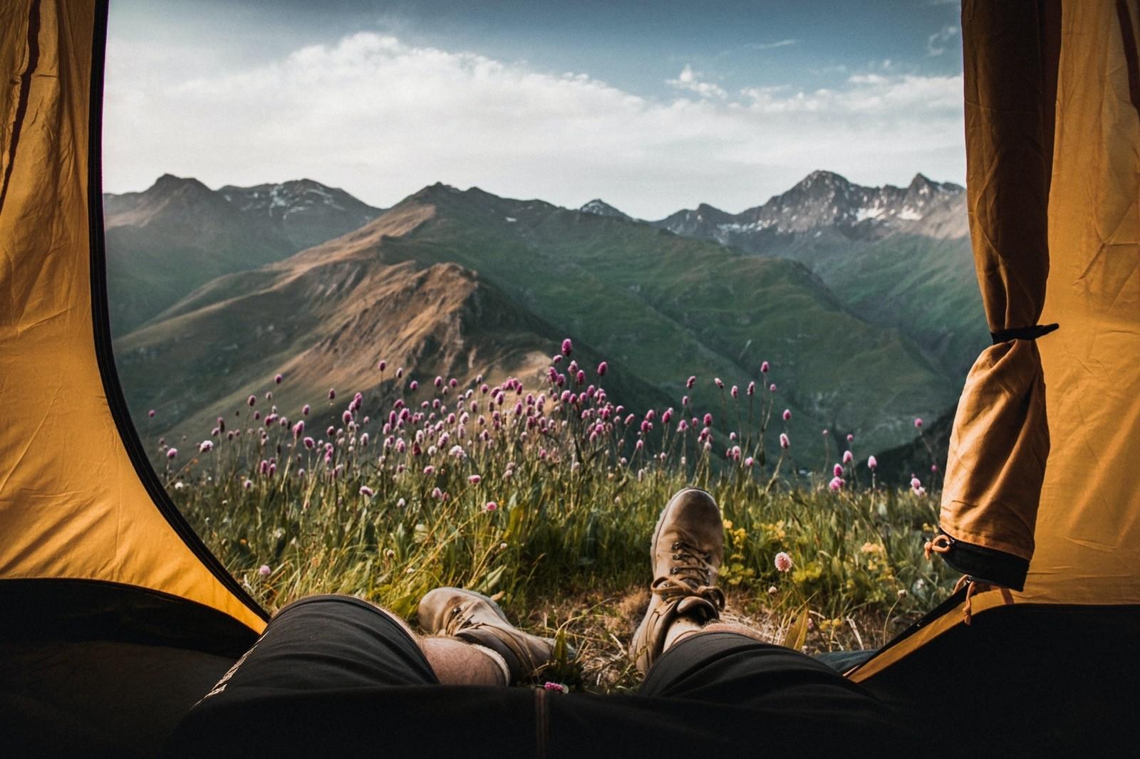 Вид из палатки на горы