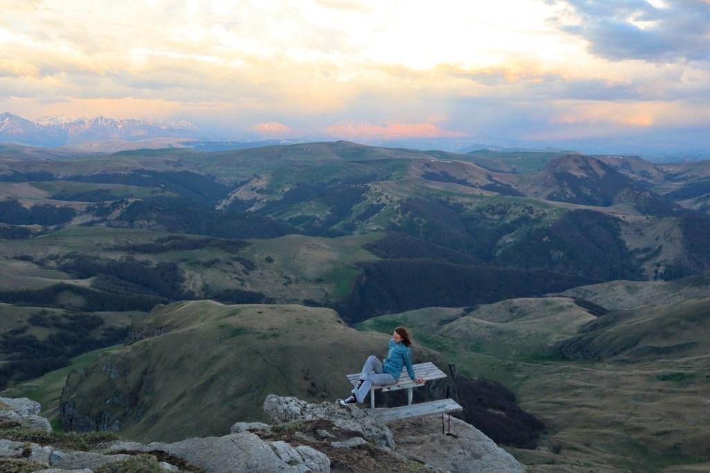 Стол на краю плато Бермамыт