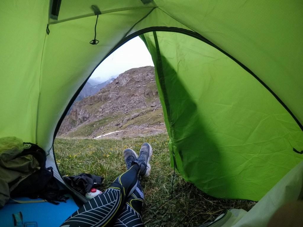 вид из палатки водопад барскоон