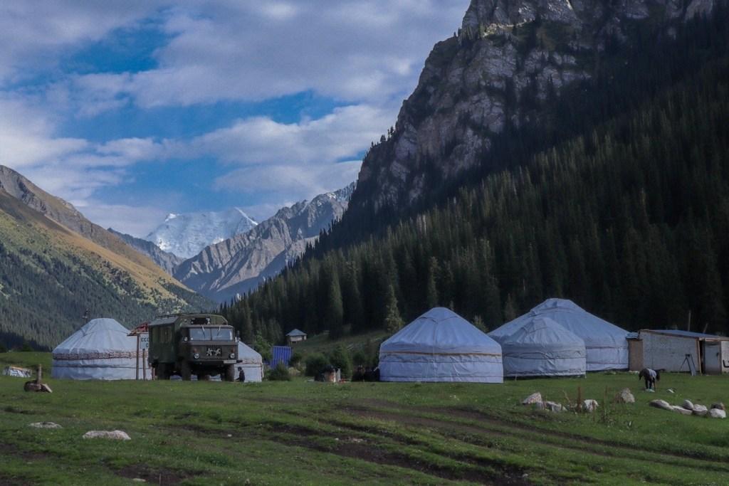 Юрта в горах