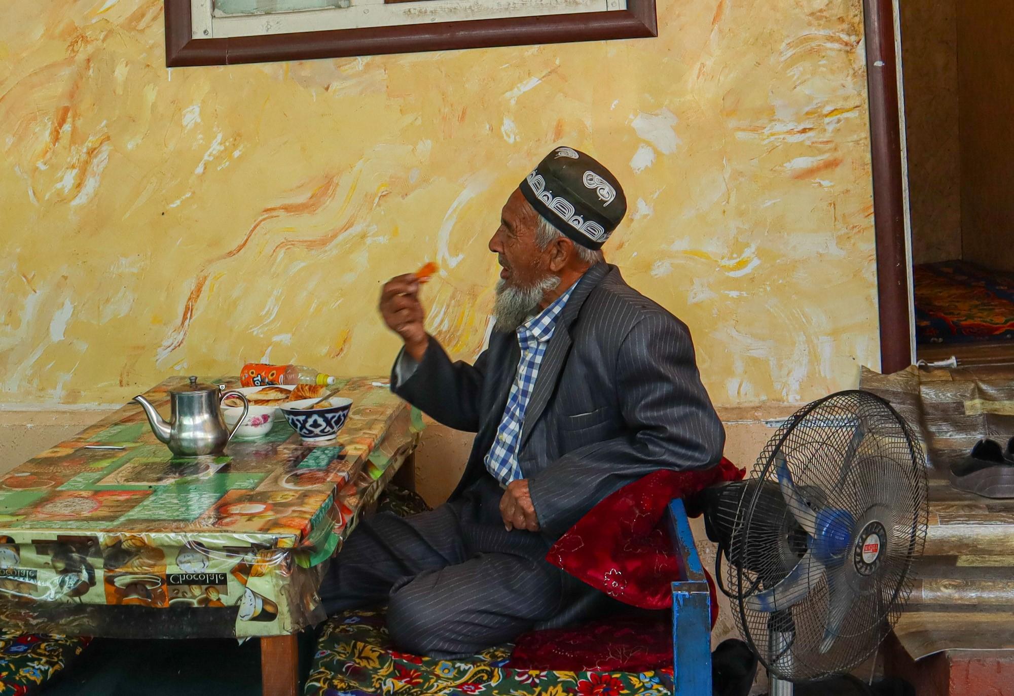 Кыргыз в чайхане