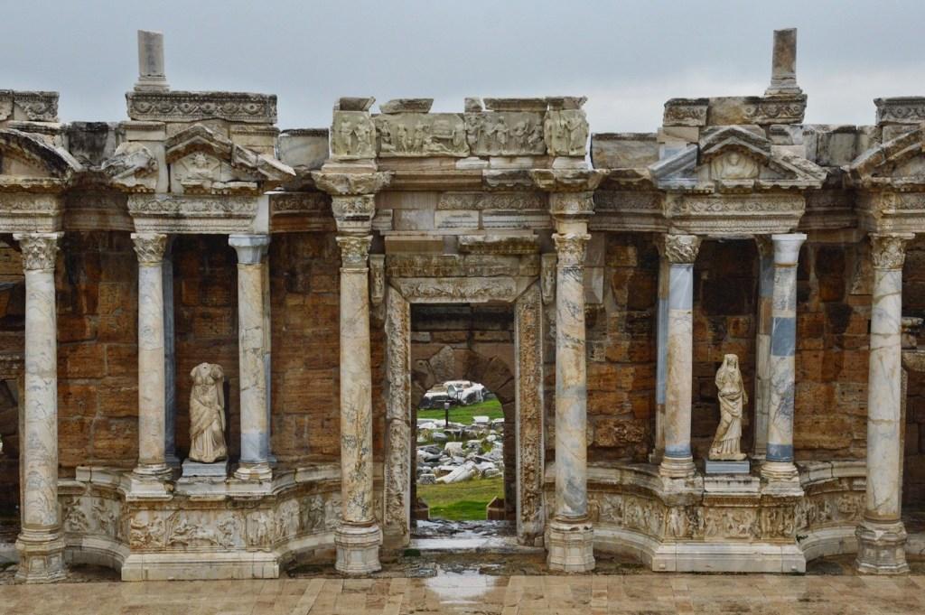 Сцена античного театра