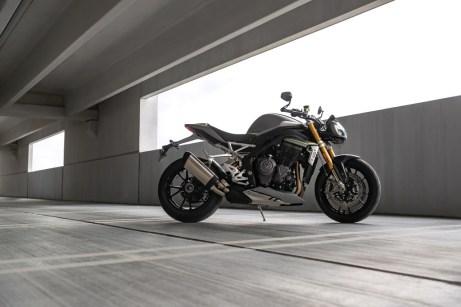 Speed-Triple-1200-RS---Hero-Static-9