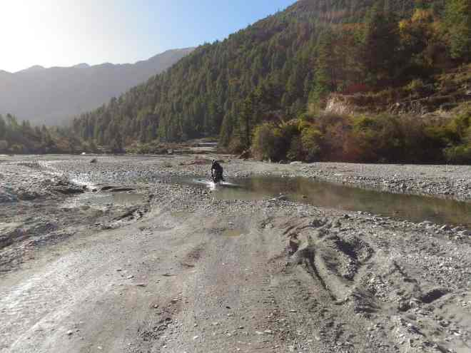 river crossing to Jomsom