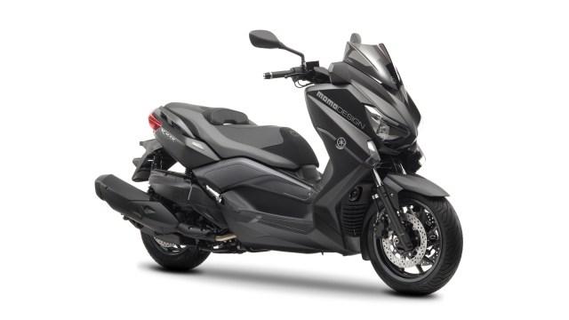 2014-Yamaha-X-MAX-400-MOMO-EU-Power-Black-Studio-001