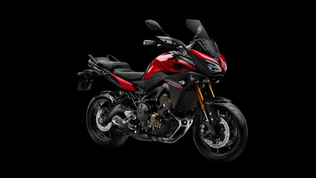 2015-Yamaha-MT09-Tracer-EU-Lava-Red-Studio-008