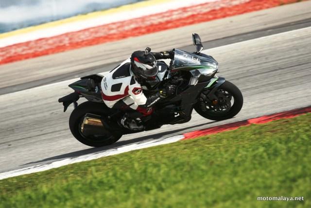 Kawasaki-H2-test-ride-004