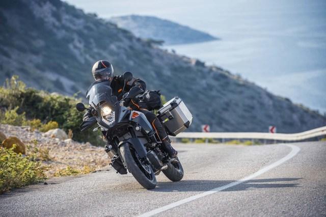 2015-KTM-1050-Adventure-EICMA-02
