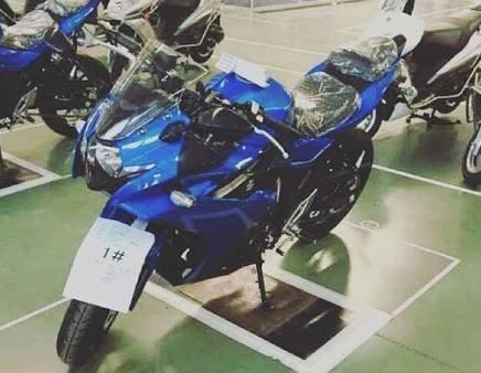 2017-Suzuki-GSX-R250-01