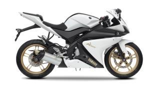 2012-Yamaha-YZF-R125-EU-Absolute-White-Studio-002