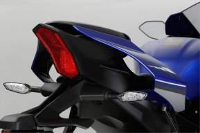 2015-Yamaha-R1_2