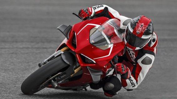 Alessandro test Ducati Panigale V4 R