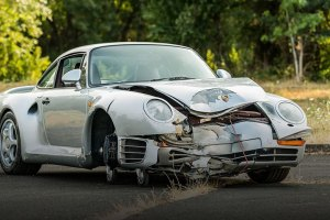 Porsche 959 crash feature