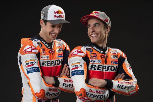 Marc Márquez y Álex Márquez sonrientes como compañeros de equipo