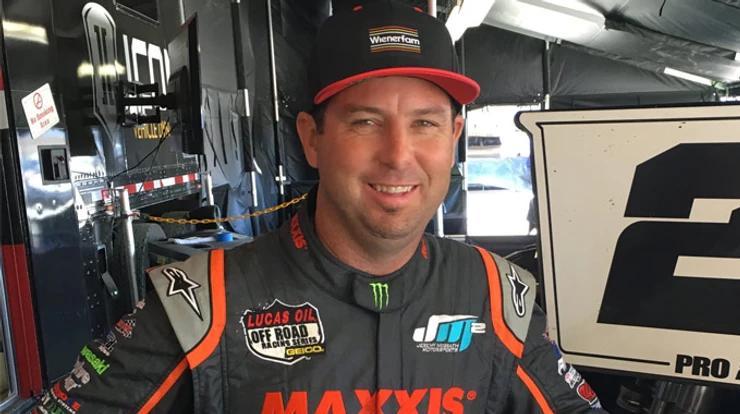 McGrath vence corrida de carro