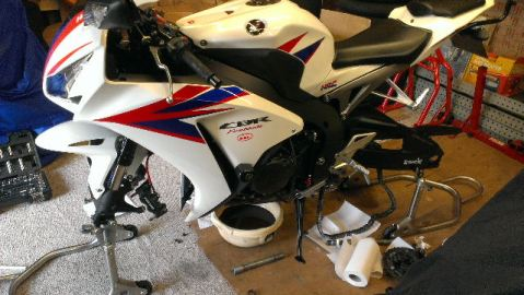 new tyres, oil and filetr on Daves Fireblade