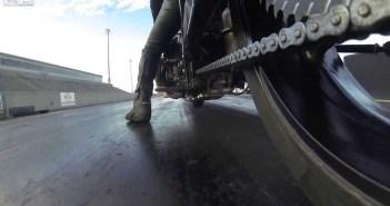 motorketting tijdens dragrace
