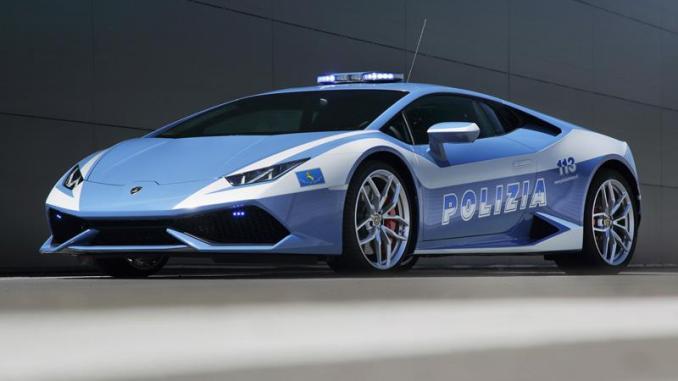lamborghini-hands-over-the-new-huracan-lp-610-4-polizia-to-the-italian-state-police
