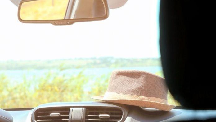 objects in the car sun