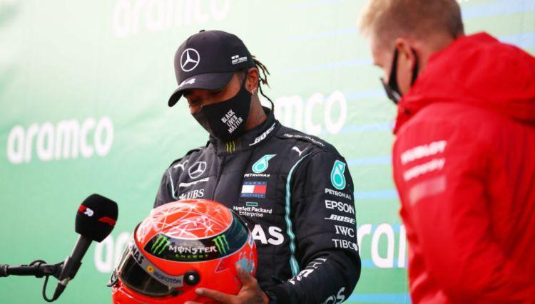 Mich Schumacher regala il casco del padre ad Hamilton | Virgilio Motori