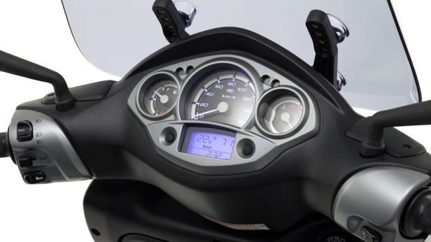 2016-Yamaha-X-CITY-250-EU-Tech-Armor-Detail-012