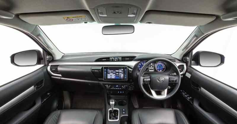 2016-toyota-fortuner-interior