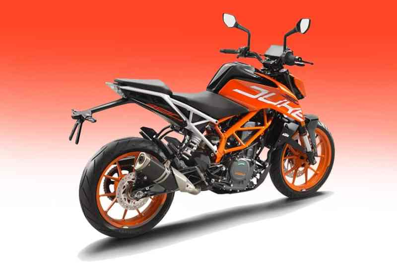 ktm-duke-390-rear-motoring