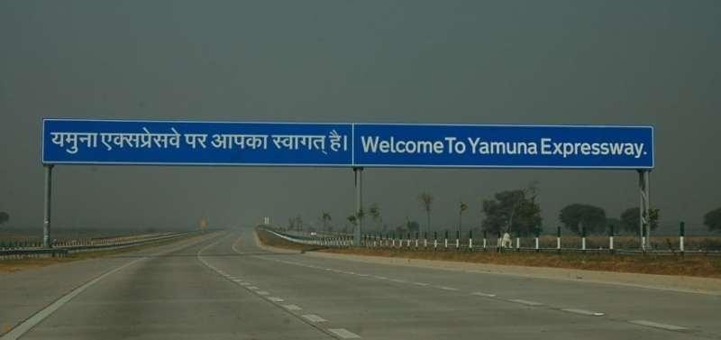 Yamuna_Expressway_India_noida-speed-limit