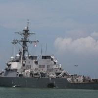 USS John S. McCain colide com petroleiro de 183 metros