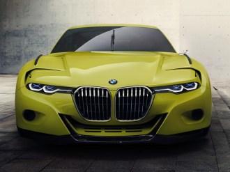 """BMW 3.0 CSL Hommage – LED- und Laserlicht; das stilisierte """"X"""" erinnert an die X-förmige Abklebung der Scheinwerfer bei Langstreckenrennen."""