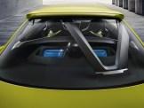 Der neue BMW 3.0 CSL Hommage mit Lichtinszenierung der Batterie für den e-Boost.